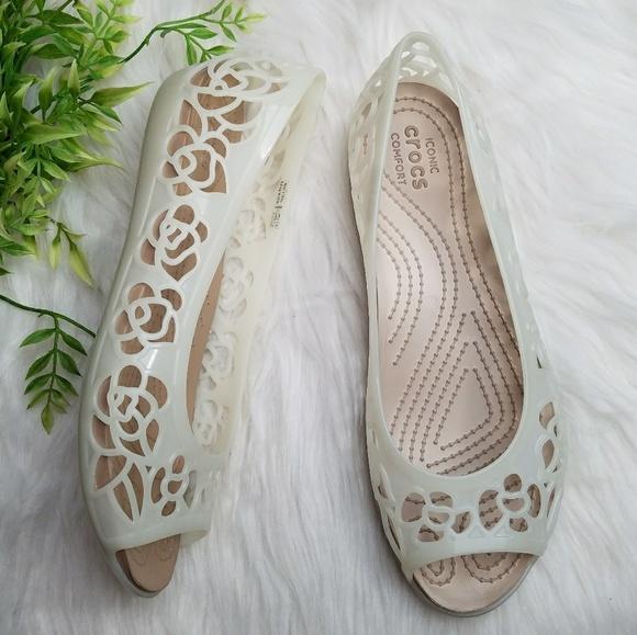 d6fca5d26628 Crocs Isabella Jelly Floral Peep Toe Flat Sandal. M 5ab71c0805f430e43d414681